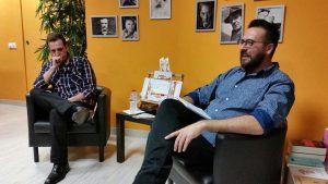 """Abel Santos y Pedro Gascón durante la presentación de """"Las lágrimas de Chet Baker caen a piscinas doradas"""""""