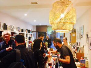 Momento del vino y de relax tras las lecturas de los poemas de Rocinante