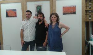 Los protagonistas, Sergio Delicado y Toni Villar, con la editora Anaís Toboso