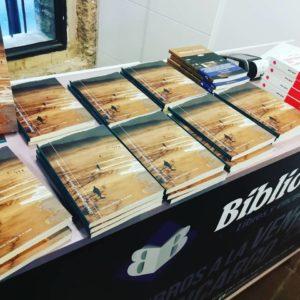 """Ejemplares de """"Extrañas geometrías"""" de Javier Sarti (Chamán Ediciones, Albacete, 2018)"""