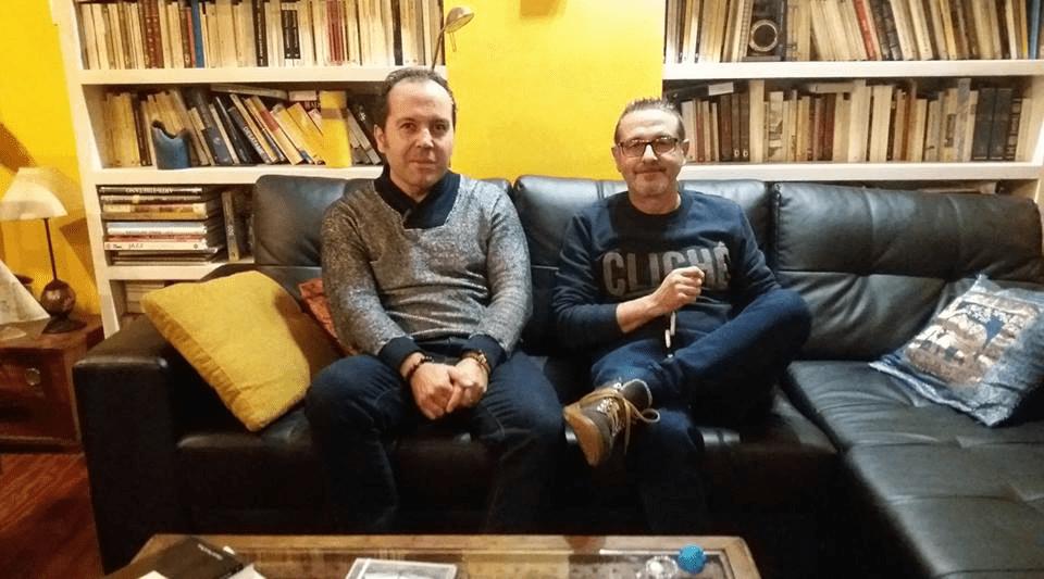 """Alfredo Rodríguez y Vicente Gallego preparando la lectura de poemas de """"Pólvora en el sueño"""""""