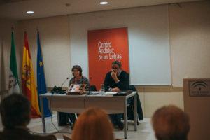Javier Sánchez Menéndez y Ana Pérez Vega en un momento de la presentación.