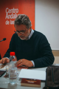 """Javier Sánchez Menéndez recitando poemas de """"También vivir precisa de epitafio"""""""