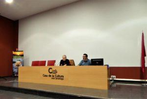 Javier Sarti presentando Extrañas Geometrías en Albacete