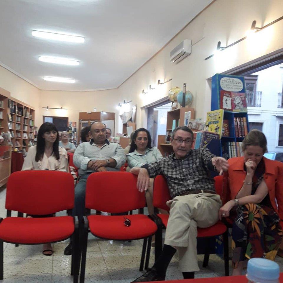 """Público asistente a la presentación de """"Todas las familias infelices"""" en Novelda"""